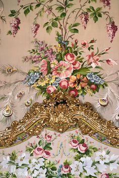 Versalles, París fino arte fotografía  De Marie Antoinette alcoba    Vista detallada de la horca increíble cama bordada a mano en alcoba de Marie