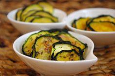 Cukkini chips :: Paleország :: Recepttár Zucchini, Chips, Vegetables, Desserts, Food, Turmeric, Tailgate Desserts, Deserts, Potato Chip