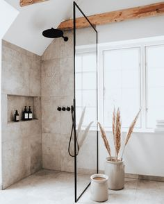 Bad Inspiration, Bathroom Inspiration, Home Decor Inspiration, Decor Ideas, Minimal Bathroom, Simple Bathroom, Earthy Bathroom, Wc Bathroom, Colorful Bathroom