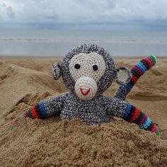 WEBSTA @ anneclairepetitaccessoires - Goodmorning #goodmorning #chimp #anneclairepetit #handmade #crochet #textile #beach #ericchesnais photo by eric chesnais