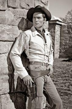 CHEYENNE (ABC-TV) - Clint Walker as 'Cheyenne Bodie'