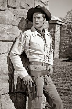 CHEYENNE (ABC-TV) - Clint Walker as 'Cheyenne Bodie'
