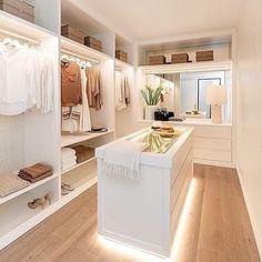 Walk In Closet Design, Bedroom Closet Design, Master Bedroom Closet, Closet Designs, Home Room Design, Dream Home Design, Home Interior Design, Wardrobe Design, Bedroom Decor