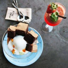 Discover cocktails and cakes at @thejunctioneatery in #Auckland!  Head to our website and book to get half price off food... . . . #firsttable #drinks #dessert #chocolate #strawberry #cocktail #yum #yummy #food #newzealand #nz #foodie #delicious #tasty #dinner #eat #eats #aucklandeats #aucklandfoodie #wow #foodgram #foodgasm