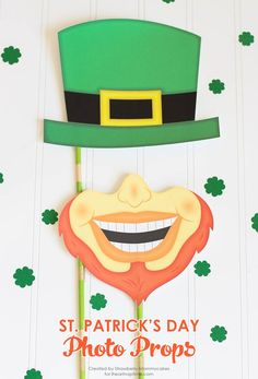 Silly St. Patrick's Day Photo Props Free Printables! This would be so much fun with the kids!