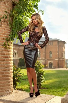 Black Leather Pencil skirt Black Lace Top and Black High Heels. Love this look Sexy Skirt, Dress Skirt, Dress Pants, Tight Dresses, Sexy Dresses, Tight Skirts, Sexy Outfits, Black Leather Pencil Skirt, Leather Skirts