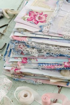 Paper crafting, art stamping and the lettering arts are elevated to an artistic level in Somerset Studio magazine! Art Journal Pages, Junk Journal, Art Journaling, Handmade Journals, Handmade Books, Visual Journals, Glue Book, Irish Cottage, Alphabet Book
