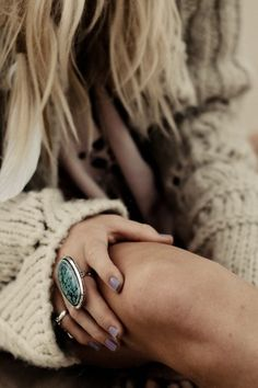 The Turquoise Mountain Ring - big chunky sweater, pretty nail polish and a lovely ring. Look Fashion, Fashion Beauty, Autumn Fashion, Womens Fashion, Beach Fashion, Fashion Ring, Fashion Shoes, Girl Fashion, Hippie Style