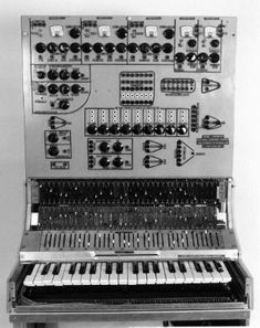 Hugh LeCaine Polyphonic Synth from 1970.