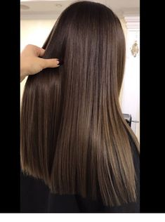 Dark brown hair color with a nice cut Inspiring Brown Hair Cuts, Brown Hair Looks, Golden Brown Hair, Dark Brown Long Hair, Cool Brown Hair, Coffee Brown Hair, Coffee Hair, Brown Hair Balayage, Brown Hair With Highlights