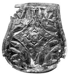 Ezüst tarsolyveret X. századi magyar vitéz sírjából Fehéregyházáról, a Kecskeméti Városi Múzeumban.