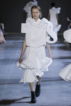 Viktor&Rolf, Haute Couture, Spring/Summer Performance of Sculptures, Anine Runway Fashion, Fashion Art, Victor And Rolf, Classic White Shirt, Viktor Rolf, Origami Fashion, Ralph And Russo, Spring Summer 2016, Couture Collection