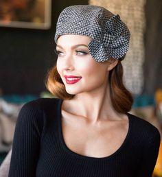 Béret chapeau fleur béret en laine à chevrons béret à Love Hat, Tweed, Head Wraps, Beret Outfit, Flapper Hat, Soft Gamine, Flower Hats, Hat Pins, Headgear