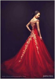 Red evening gown Bridal Dresses, Prom Dresses, Formal Dresses, Costumes Couture, Red Evening Gowns, Modern Fashion, Fashion Design, Elegant Woman, Beautiful Gowns