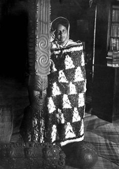 In this photo, Mākereti (Maggie) Papakura is wearing her kahu huruhuru (feather cloak). It shows her in the meeting house Tūhoromatakaka at Whakarewarewa, Rotorua, around Polynesian People, Maori People, Maori Designs, Maori Art, Easter Island, South Pacific, Tribal Art, Old Photos, New Zealand
