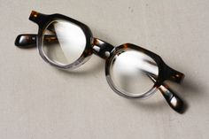 Mens Glasses Frames, Glasses Style, Men's Accessories, Dress Me Up, Still Life, Eyeglasses, Eyewear, Round Sunglasses, Nice