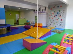 Toddler Gym, Kids Gym, Exercise For Kids, Preschool Gymnastics, Gymnastics Room, Physical Activities For Kids, Sensory Activities, Sensory Rooms, Sensory Tubs