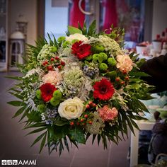 Dárková kytice s růžemi, karafiáty, gerberami a chryzantémou - My site Flower Decorations, Table Decorations, Gerbera, Amazing Flowers, Christmas Wreaths, Floral Wreath, Bouquet, Holiday Decor, Florists