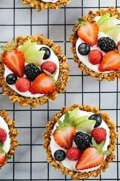 Breakfast Granola Fruit Tart with Yogurt Recipe - Customize your favorite fillings and toppings in the crunchy granola crust! A delicious brunch or healthy dessert idea. Yogurt Breakfast, Breakfast Recipes, Dessert Recipes, Cute Breakfast Ideas, Party Recipes, Fruit For Breakfast, Best Brunch Recipes, Sweets Recipe, Sweet Breakfast