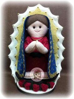 Nossa Senhora de Guadalupe Felt Angel, Santa Doll, Felt Patterns, Mexican Art, Felt Toys, Religious Art, Holiday Ornaments, Felt Crafts, Textiles