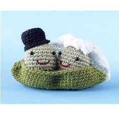 FREE CROCHET PATTERN - 2 Peas in a pod . This adorable amigurumi pair makes a great bridal shower or wedding decoration, gift. (Lion Brand Yarn)
