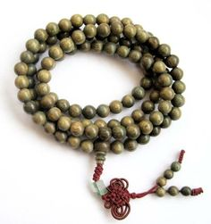 Green Sandalwood Beads Tibetan Buddhist Prayer Meditation Mala Necklace. Just like a rosary....