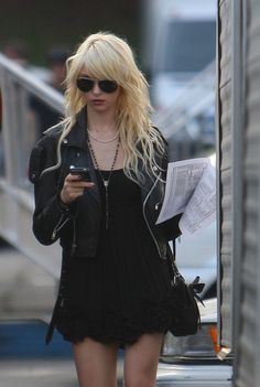Taylor Momsen Walks to the 'Gossip Girl' Set