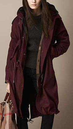 Burberry Oversize Parka with Check Wool Warmer in Deep Claret Winter Coats Women, Coats For Women, Jackets For Women, Outfits Spring, Winter Outfits, Winter Wear, Autumn Winter Fashion, Stil Inspiration, Love Fashion