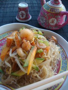 soy noodles with shrimp with vegetables - spaghetti di soia con gamberi e verdure