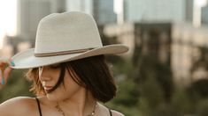 Goorin Ride On Fedora Hat in Natural, size Large Wide Brim Fedora, Fedora Hat, Beanie Hats, Beanies, Western Hat Styles, Western Hats, Cute Casual Outfits, Pretty Outfits, Girl Outfits