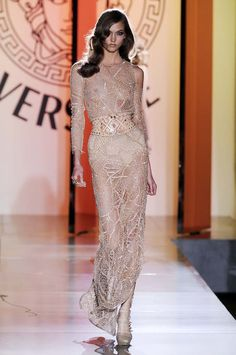 Love the hair!!! HAUTE COUTURE FALL WINTER 2012 _VERSACE _Paris july 2012