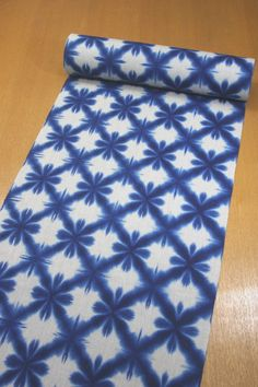 How To Tie Dye, How To Dye Fabric, Tie Dye Patterns, Textile Patterns, Textile Dyeing, Shibori Techniques, Shibori Tie Dye, Japanese Textiles, Indigo Dye
