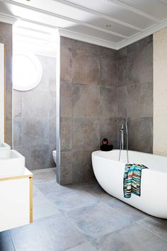 home tour: a villa that epitomises casual seaside living Interior Styling, Interior Decorating, Interior Design Institute, Building A Pool, Australian Homes, Wet Rooms, Bathroom Renovations, Home Fashion, Decoration