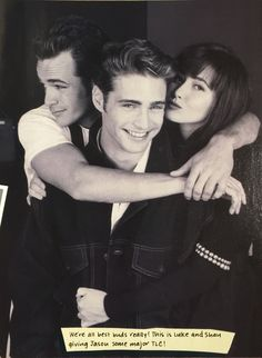 Luke, Alongside Shannen & Jason, Graced The Cover Of Entertainment Weekly Magazine In Shortly After Beverly Hills 90210 Started To Really Become A Huge Pop Culture Phenomenon. Beverly Hills 90210, Serie Charmed, Jason Priestley, Divas, Jennie Garth, Teen Shows, Shannen Doherty, Luke Perry, Fiction