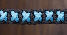 Instructions to make paracord dog accessories (leashes, collars …), horse accessories (reins, ropes and more) and other great things. Paracord Belt, Paracord Braids, Paracord Bracelets, Ankle Bracelets, Diy Bracelets Easy, Bracelet Crafts, Jewelry Crafts, Diamond Knot, Paracord Tutorial