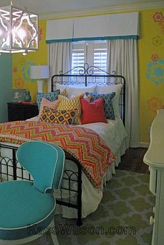 The little princess grows up. Little girls love to decorate their bedrooms. As they grow up, so does their sense of design. This is a transform...