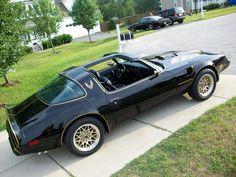I had an model just like this, except with tan interior. Bandit Trans Am, Smokey And The Bandit, Car Man Cave, Pontiac Cars, Pontiac Firebird Trans Am, Cute Dragons, Hot Rides, Gto, Hot Cars