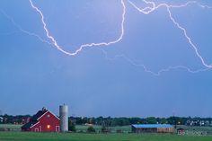 Red Barn Lightning Rodeo #photos, #bestofpinterest, #greatshots, https://facebook.com/apps/application.php?id=106186096099420