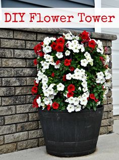 How to Make a Flower Tower {DIY} torre de flores Outdoor Projects, Garden Projects, Diy Projects, Container Plants, Container Gardening, Urban Gardening, Container Flowers, Hydroponic Gardening, Urban Farming