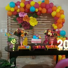 Learn the best Ideas to decorate a Party for a 20 year old woman through proposals: You deserve what you Dream, so do not hesitate to celebrate the best Giant Number Balloons, Helium Balloons, Balloon Arch, The Balloon, Neon Party, Birthday Woman, 20 Years Old, Time To Celebrate, Ladies Party