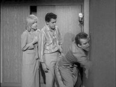 The Twilight Zone (1959) - 03x26 Little Girl Lost