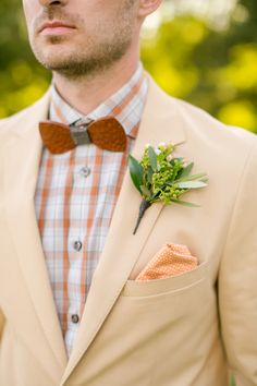 Groom's summer boutonniere designed by Minnesota wedding florist Artemisia Studios. Photo by Jeannine Marie Photography. #jeanninemariephotography #bunyanbowties #atmosfere #hopeglenfarm #wedding #groom #groomattire #boutonniere #summerwedding #artemisiastudios #minneapolisweddingflorist #saintpaulweddingflorist
