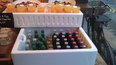 Photo Cafe Design, Cold Drinks, Ice Cube Trays, Food, Cafes, Cool Drinks, Meals, Frozen Drinks