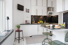 would you leave here Kitchen Dining, Dining Room, What To Cook, Small Apartments, Food Preparation, Scandinavian Design, Hem, What's Cooking, Interior Design