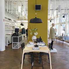 Arnhem - tips voor Interieurshoppen Conference Room, Table, Furniture, Travelling, Home Decor, Blog, Viajes, Tips, Decoration Home