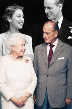 The Queen Prince Philip mirror a photo of them from their engagement announcement in 2017 on the occasion of their wedding anniversary. --------------------- Like this photoshop Queen Elizabeth Wedding, Queen Elizabeth Ii, Queen And Prince Phillip, Prince Philip, Kate Middleton, Princess Diana Photos, Duchess Of York, Her Majesty The Queen, Queen Of England