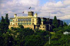 El Bosque de Chapultepec y sus atractivos - http://revista.pricetravel.com.mx/lugares-turisticos-de-mexico/2015/03/31/el-bosque-de-chapultepec-y-sus-atractivos/