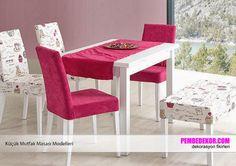 Beyaz bir mutfak masası desenli ve tek renk koltuk takımlarıyla kombin edildiğinde, şık bir mutfak dekorasyonu elde edersiniz. Burada toz pembe renkli koltuklar ve beyaz üzerinde desenli koltuk