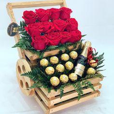 Rose Flower Arrangements, Flowers, Ferrero Rocher Gift, Birthday Hampers, Gift Baskets, Ideas Para, Balloons, Bouquet, Creative