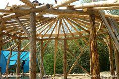 Una guía que consta de 9 pasos para construir una casa circular de balas de paja por 23.000 $